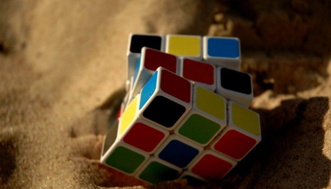 rubik-cube-1703600_1920-1080x675